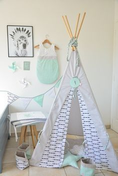 chambre bébé made by cycy tipi gigoteuse guirlande fanion turbulette mint black and white