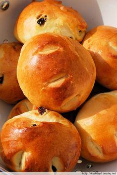 1 Basisrezept - 12 verschiedene Brote - Petit Pains au Lait (Milchbrötchen)