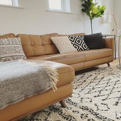 Beige Sofa Living Room, Brown Leather Couch Living Room, Corner Sofa Living Room, Leather Corner Sofa, Living Room Sectional, Home Living Room, Tan Leather Sectional, Brown Leather Sofas, Beige Couch