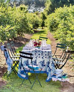 Southern Ladies, Southern Style, Lakeside Cottage, Exotic Beaches, Modern Farmhouse Exterior, Table Top Display, Al Fresco Dining, Outdoor Furniture Sets, Outdoor Decor