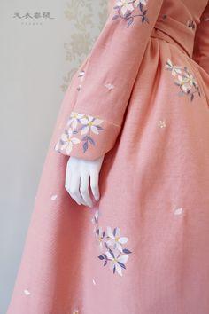 2017 천의무봉원피스 : 네이버 블로그 Korea Dress, Modern Hanbok, Dress Tutorials, Dress Sewing Patterns, Japan Fashion, Traditional Dresses, Korean Fashion, Doll Clothes, Fashion Dresses