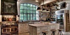 10 rustikálnych kuchýň, ktoré stelesňujú život na vidieku