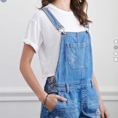 Overalls (Shorts) A closet staple for spring/summer are overalls! Layer this with any crop top or bralette and you have a must have outfit! (Never Worn) ⬇️⬇️Any questions comment down below⬇️⬇️ Forever 21 Jeans