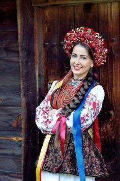 Folk Fashion, Womens Fashion, Ukraine Women, Costumes Around The World, Ethno Style, Ukrainian Dress, Russian Culture, Russian Fashion, Folk Costume