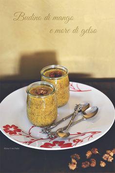 Budino di mango, semi di chia e more di gelso mango pudding chia seeds and mulberries Recipe: http://www.unavnelpiatto.it/ricette/ricette-light/budino-semi-chia-mango-more-gelso.php
