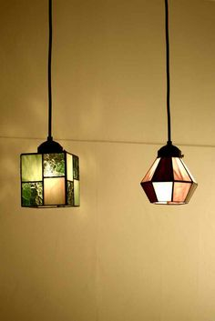 Hanging lights of different shapes and materials Stained Glass Lamp Shades, Stained Glass Light, Stained Glass Designs, Stained Glass Projects, Leaded Glass, Mosaic Glass, Painting Glass Jars, Glass Pendant Light, Glass Candle Holders