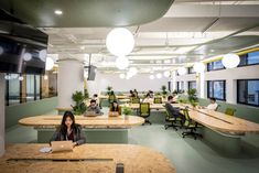 This office's collaboration-minded interiors reference the basics of biology - News - Frameweb Office Interior Design, Luxury Interior Design, Office Interiors, Interior Decorating, Best Office, Small Office, Dental, Yellow Office, Luxury Office