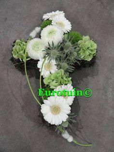 Allerheiligen 2013 Grave Flowers, Funeral Flowers, Grave Decorations, Funeral Flower Arrangements, Funeral Tributes, Sympathy Flowers, Black Flowers, Arte Floral, Plants
