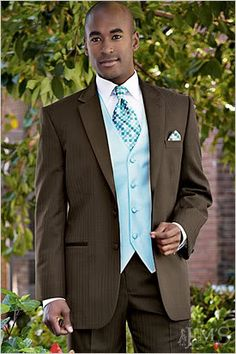 Groomsmen in brown w/ teal vests/ties