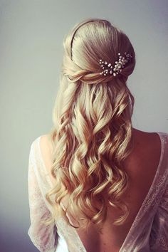 Half up half down hairstyle #weddinghair #upstyle #halfuphalfdown #bridalhair #weddinghairstyle #halfdown #braidhair