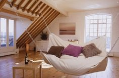 リビングに置きたいソファー型ハンモック| こんなソファがあったら暮らしが楽しくなるかも!?ユニークなソファ写真6選