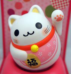 """manekineko adalah figur kucing """"selamat datang"""" yang dipercaya membawa keberuntungan & kesejahteraan oleh masyarakat jepang"""