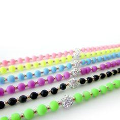 Pulseritas de bolitas de #cristales a la #moda. De todos los colores en nuestras tiendas #laisladelaplata