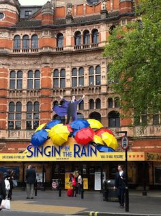 London Musical London Theatre, London Calling, Falling In Love, The Good Place, Musicals, Places To Visit, Street View, Scene, Amazing Places