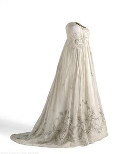 Dress: ca. 1800-1805, cotton taffeta, lace, embroidery, sequins, linen. Search for CE000667