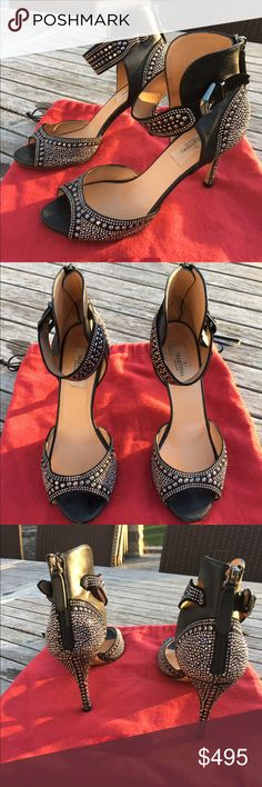 Valentino Stud Black Leather Peep-Toe Heels 38 Authentic, purchased in Europe, black leather Valentino peep-toe pumps with stud accents throughout, covered heels and zip closures at counters. The heel height is 3.75\