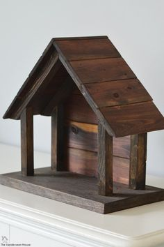 Wood Projects DIY wood nativity for willow tree figurines - Make your own wood nativity stable for Willow Tree nativity figurines. Woodworking Projects Diy, Diy Pallet Projects, Woodworking Furniture, Woodworking Tools, Custom Woodworking, Furniture Projects, Nativity Stable, Nativity Crafts, Christmas Wood Crafts