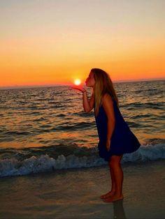 Juega con el sol en el #atardecer. ¡Sé original! #playa #fotos