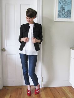 Love the look, would take alot for me to brave the cropped jeans and heal. a style challenge? Stylish Outfits, Cool Outfits, Stylish Clothes, Fashion Outfits, Jeans And Heals, Red Shoes Outfit, Proper Attire, Got The Look, Work Wardrobe