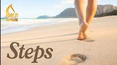 O dia do Bikini está a chegar. Pega no teu e corre na praia - ShoppingSpirit News Get Rid Of Corns, Feuille Eucalyptus, Walking Meditation, Sitting Meditation, Sea Salt Spray, Feet Care, Archetypes, Caregiver, How To Get Rid