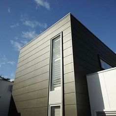 Bold black shapes by using Scyon Stria. Interior Cladding, Wall Cladding, Australian Architecture, Architecture Design, Case Study Design, External Cladding, Unique Buildings, Minimal Decor, Building Facade
