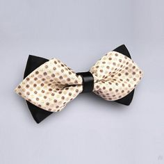 Gold Polka Dot Kids Bow Tie. The beige polka dotted material features black-tipped edges that add to the appeal of the kids bow tie. bowselectie.com
