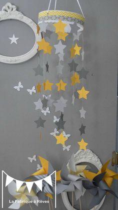 mobile étoiles blanc jaune gris décoration chambre enfant bébé garçon décoration mixte mariage baptême