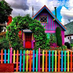 -BLEN: Blen colours- This and Katwise's house are what the outside of my dream home look like. Surprisingly, Wally says he would be ok living in this house. He is slowly joining the force:) Colors Of The World, Rainbow House, Colourful Buildings, Colorful Houses, Happy Colors, Over The Rainbow, Color Of Life, Home Look, Rainbow Colors