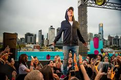 Replaying the incredible @justinbieber World Famous Rooftop gig NOW!! #hittheroof