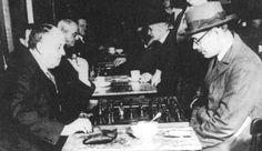 Aleister Crowley jugando al ajedrez con Fernando Pessoa http://www.elcultural.com/noticias/letras/Aleister-Crowley-mesias-hipster/10454
