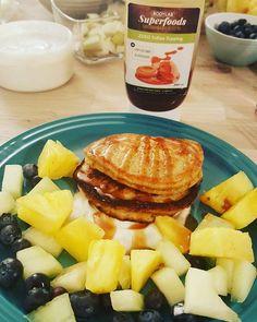 Lørdag hygge her hjemme og børenne elsker det banan pandekager med havergryn, chaifrø og skyre vanille crem med blandet frugt  #bananpandekager #havergryn #chai #frugtsalat #skyr #carmel @bodylab #vanille #sundmad #dessert #healtyfood #fruit #pancakes #banana #vægttab #idé #inspiration #kids #børnevenlig #love #tulipsnacks