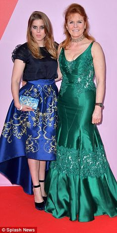 Princess Beatrice and Sarah Dutchess of York at a charity fashion show in Cannes. May 2017 Princess Beatrice Wedding, Princess Eugenie And Beatrice, Sarah Ferguson, Bad Fashion, Royal Fashion, Royal Dresses, Lovely Dresses, Sarah Duchess Of York, Eugenie Of York