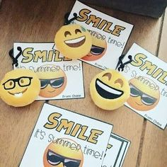 End of year student gift, Smile it's summer time gift tags, Emojis Classroom Birthday Gifts, Birthday Treat Bags, Classroom Themes, End Of Year Party, End Of School Year, Beginning Of School, Student Teacher Gifts, Teacher Appreciation Gifts, Gift Of Time