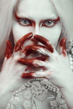 Dark Beauty, Beauty Art, Crane, Macabre Photography, Edgy Photography, Concept Photography, Albino Girl, Horror Photos, Southern Gothic