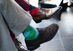 The Man's Guide to Being Sock Savvy looks at the trends is men's socks with examples of street style pictures of men wearing stylish socks. Sharp Dressed Man, Well Dressed Men, Fashion Socks, Mens Fashion, Preppy Fashion, Guy Fashion, Fashion Tips, Men Dress, Dress Shoes