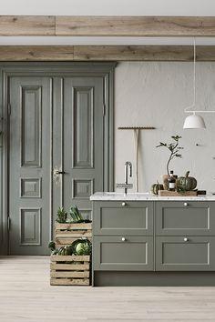 Kitchen Time, Cozy Kitchen, Green Kitchen, Kitchen Furniture, Kitchen Interior, English Country Kitchens, Scandinavian Interior Design, French Home Decor, Transitional Decor