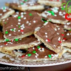 Christmas Crack (Cracker Toffee) - The Country Cook Christmas Crack is an addictive buttery cracker toffee treat. Saltine crackers, butter, brown sugar and chocolate chips are all you need! Christmas Candy, Christmas Desserts, Christmas Treats, Holiday Treats, Christmas Foods, Holiday Foods, Merry Christmas, Holiday Fun, Christmas Time
