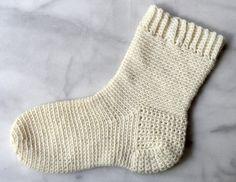 Her en oppskrift til glede for alle dem som har spurt oss etter oppskrift på heklede sokker.
