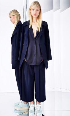 Navy blue pantsuit DKNY Resort 2015 #fashion