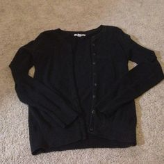 Old navy button up cardigan In perfect condition, only wore a few times. Long sleeves Old Navy Sweaters Cardigans