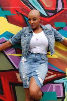 19 Stunning Black Women Whose Bald Heads Will Leave You Speechless - Kurzhaarfrisuren Natural Hair Twist Out, Natural Hair Styles, Short Hair Styles, Pixie Cut, Bald Head Women, Bald Look, Going Bald, Bald Girl, Pelo Natural