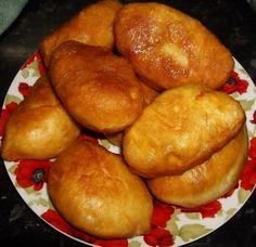 Пирожки с яблочным повидлом (как в детстве)!!! Для начинки: 1 банка (0.5л) яблочного повидла Для теста: 500 мл воды (половина этой воды,вода должна быть теплой, развести с 50 гр. живых дрожжей) 1.5 ст.л. растительного масла 0.5 ч.л соли 1 ст.л. сахара(это если не для сладкой начинки). Если начинку делать сладкую, то сахара добавляем в тесто 6 ст.л. 50 гр. живых дрожжей  Муку на глаз