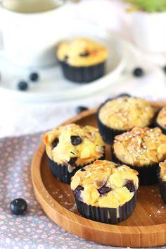 Muffins aux myrtilles (au buttermilk) - Almonds and Blueberries Buttermilk Muffins The Happy Cooking Friends
