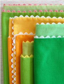 In Thanksgiving colors with linen. Tutorial: Fabric napkins with ric-rac trim