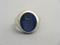 Siegelringe handgefertigt in München Family Crest, Crests, Signet Ring, Coat Of Arms, Lapis Lazuli, Ring Designs, Class Ring, Rings For Men, Monogram