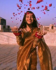 Best Love Songs, Cute Love Songs, Beautiful Songs, Cute Girl Poses, Cute Girls, Indian Wedding Songs, Wedding Dance Video, Cool Dance Moves, Indian Aesthetic