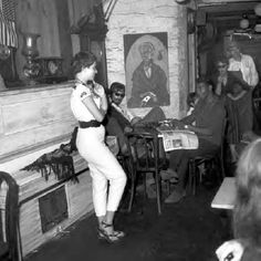 http://forums.filmnoirbuff.com/uploads/1550_the_gaslight_a_greenwich_village_coffee_shop_february_3_1959.jpeg