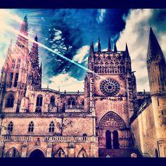 Impresionante vista de la Catedral de #Burgos ...por @neocroma en #Instagram