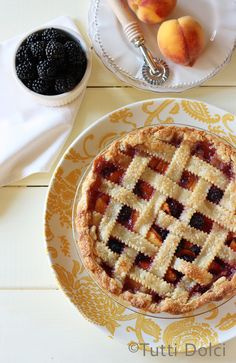 Blackberry-Peach Pie by Tutti-Dolci ~ Beautiful!  #blackberries #peaches #pie #recipe