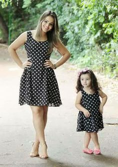 Vestidos tal mãe tal filha de voil com bolinhas Mom And Baby Outfits, Mommy And Me Dresses, Family Outfits, Kids Outfits, Mother Daughter Fashion, Mother Daughter Matching Outfits, Mom Daughter, Mother Daughters, Fashion Kids
